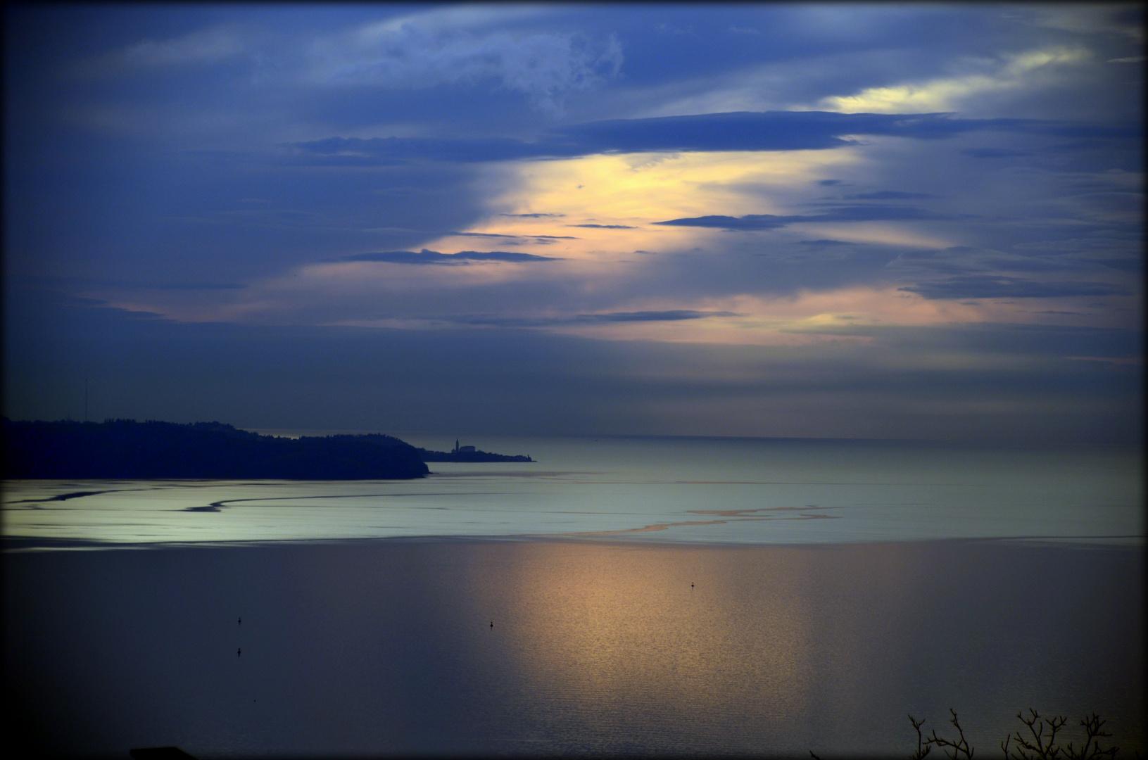 Lago ghiacciato..oppure? Golfo di Trieste al tramonto!