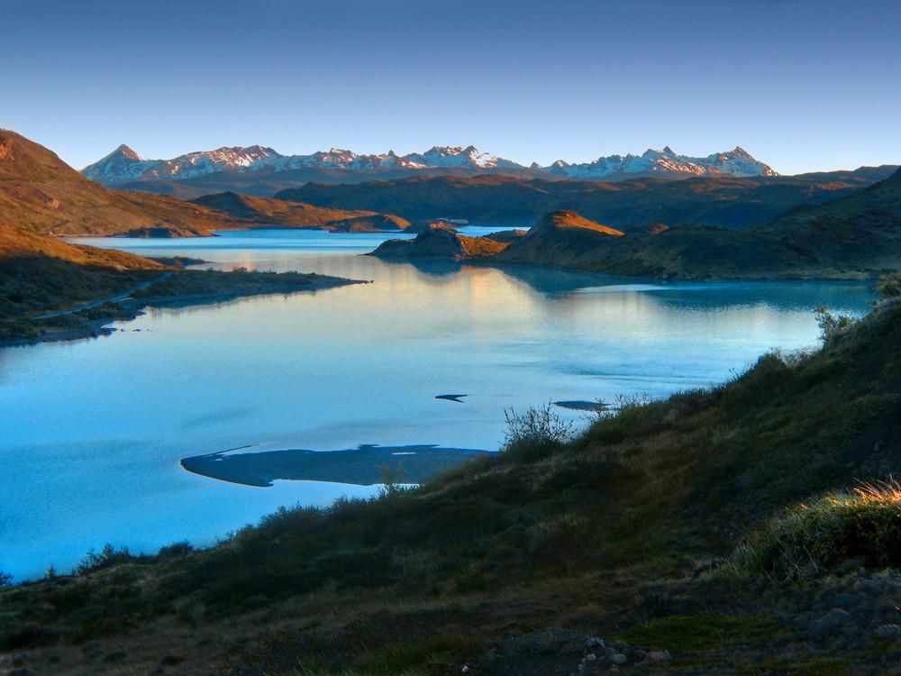 Lago Pehoe at dusk
