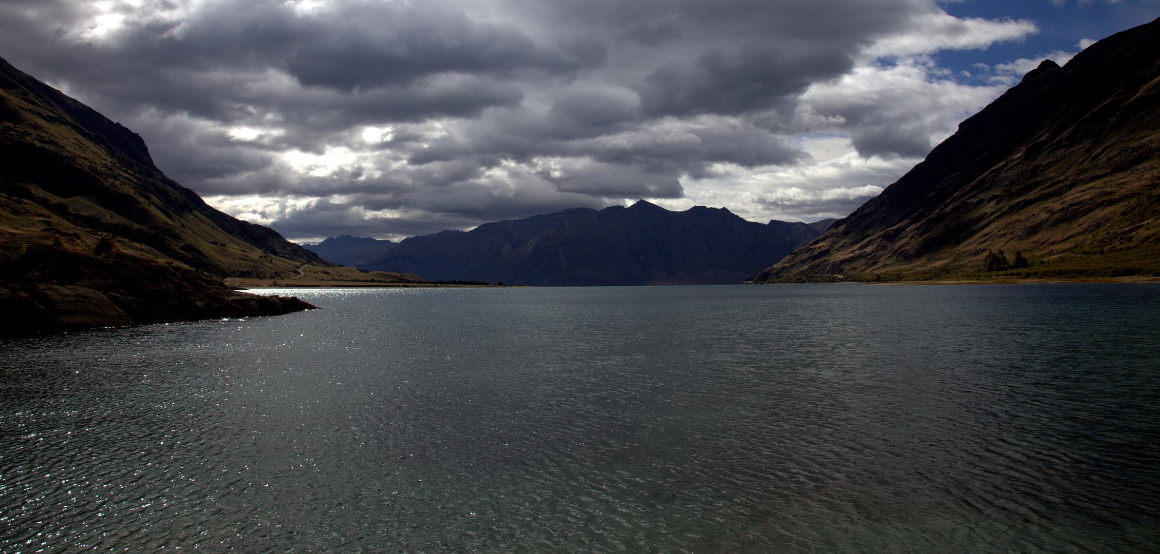 """Lake Hawea unterhalb des Isthmus """"The Neck"""""""