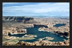 Lake Powell airview ...