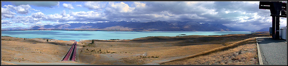 Lake Pukaki - Fallrohre des Kraftwerks