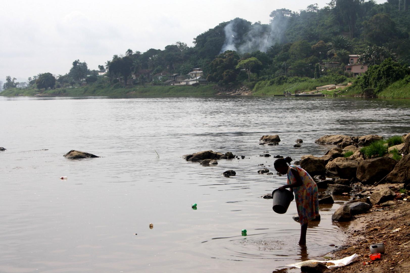 Lambarene am Fluss