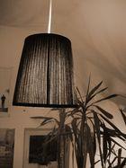Lampe Fenster und Palme