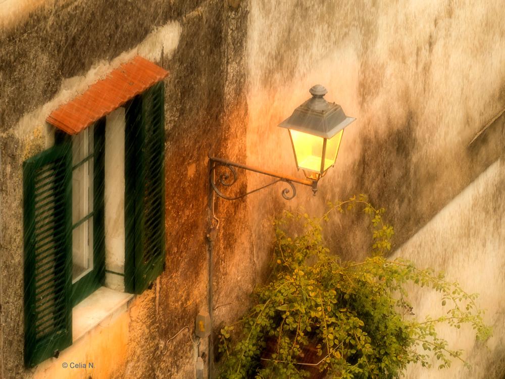 Lampe Im Fenster