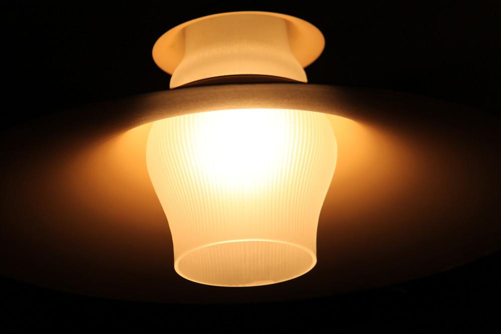 lampe mit schirm foto bild lampen und leuchten alltagsdesign motive bilder auf fotocommunity. Black Bedroom Furniture Sets. Home Design Ideas