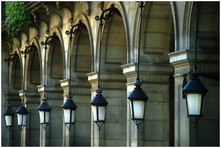 Lampen und Bögen