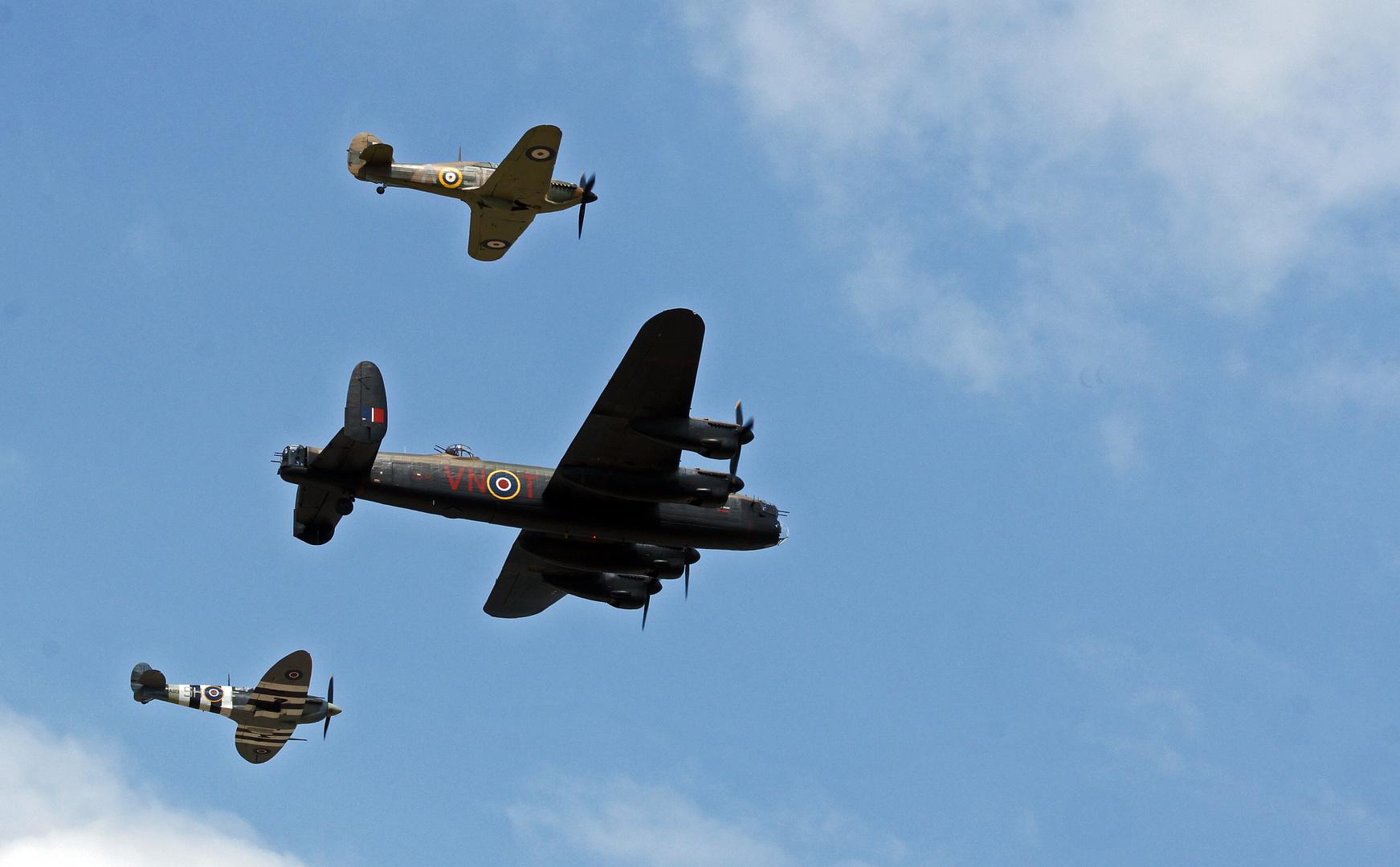 Lancaster - Spitfire - Hurricane