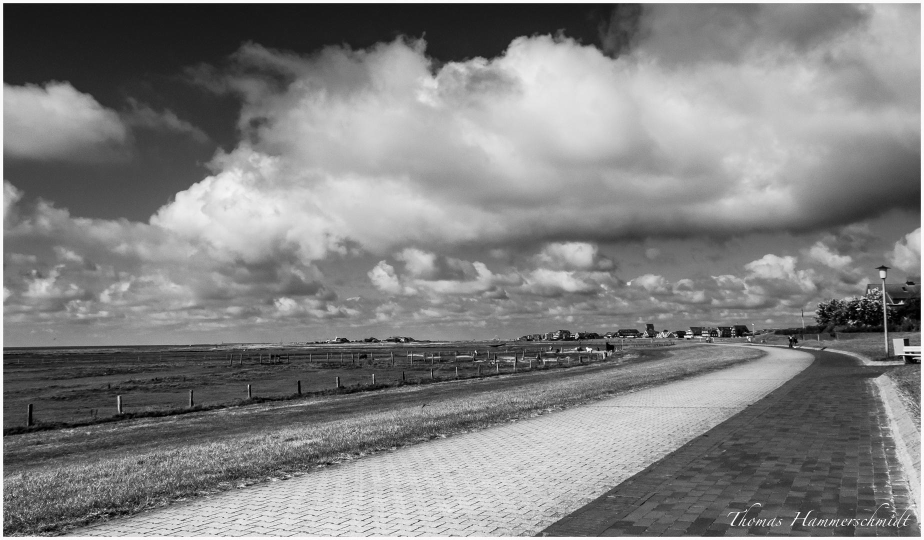"""Land & Wolken in Richtung """"City"""""""