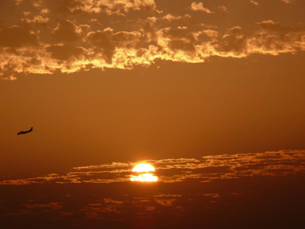 Landeanflug bei Sonnenuntergang auf Lanzarote