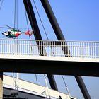 Landet auf der Brücke?
