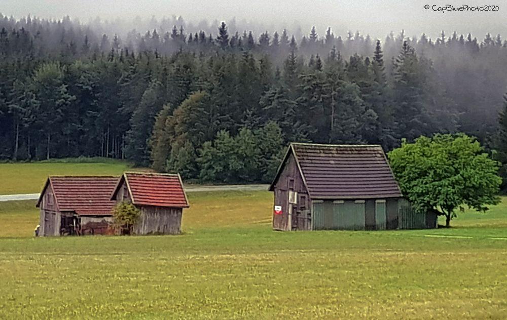 Landwirtschaftlich genutzte Scheuen am Felixpfad Seewald-Besenfeld