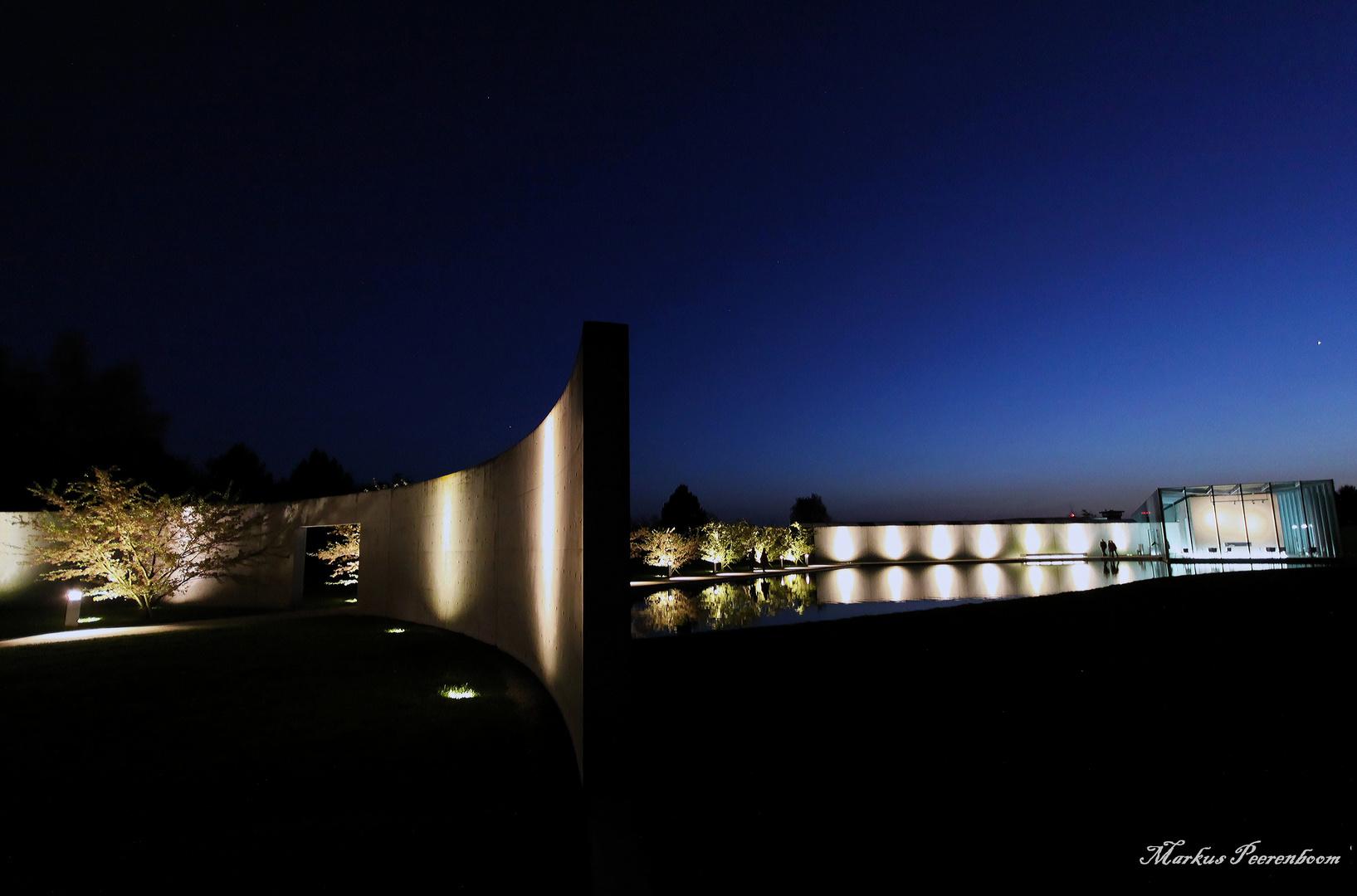 Langen Foundation bei Nacht
