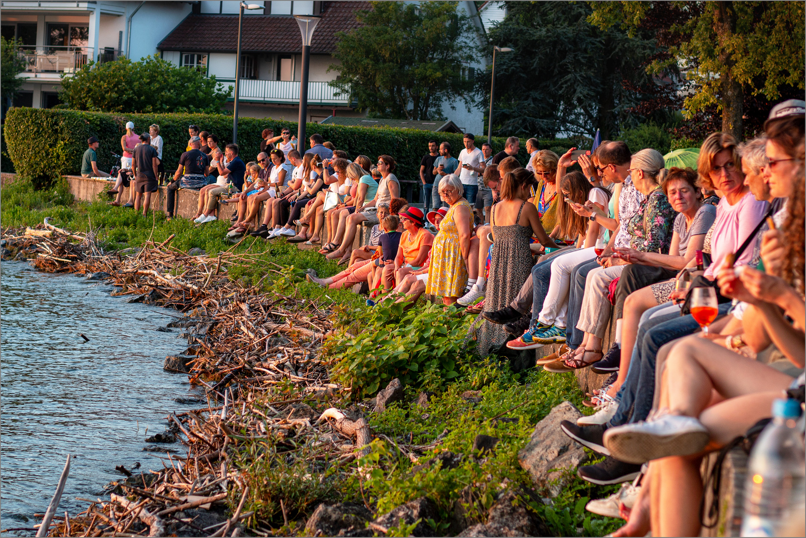 Langenargen / Bodensee 23.Juli, 20.46 Uhr, In Erwartung des Sonnenuntergangs