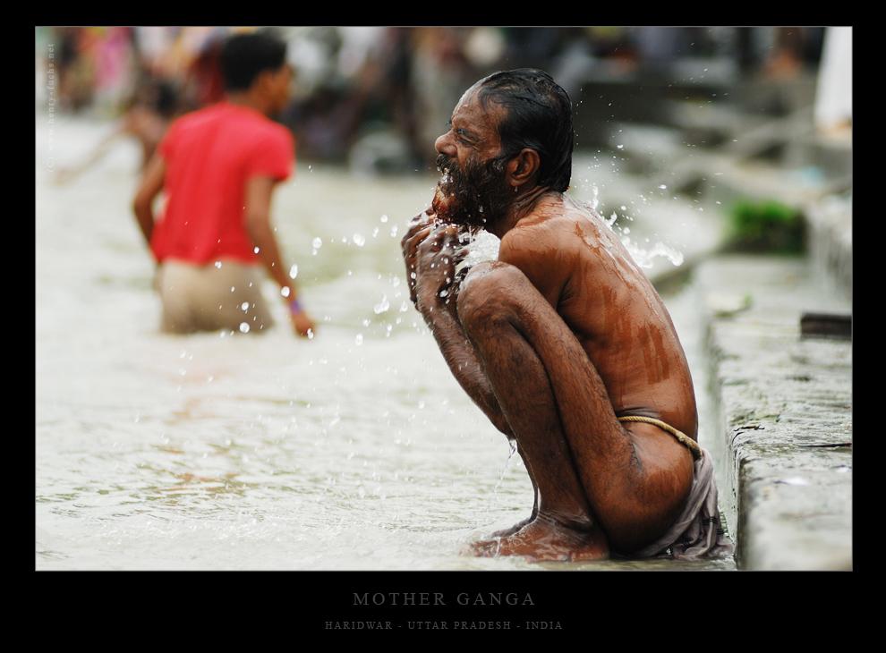 Langsam fließt das Wasser und spricht sanft zu dem Pilger...