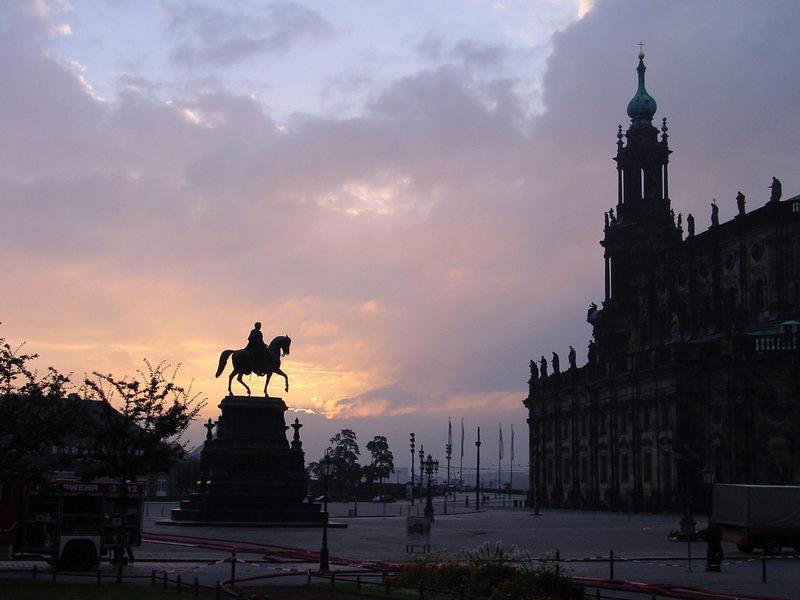 Langsam geht die Sonne auf - Dresden 18.08.02