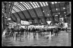 Langzeitbelichtung in der Haupthalle des Hauptbahnhofs Frankfurt/M