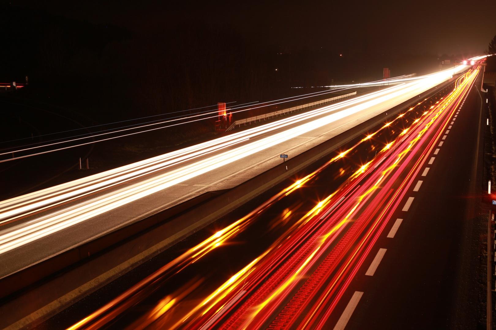 Langzeitbelichtung Lichtbänder Foto Bild Architektur Straßen