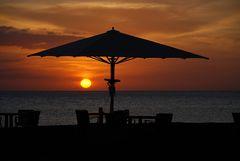 Lanzarote IX - Sonnenschirm für den Sonnenuntergang in Playa Blanca