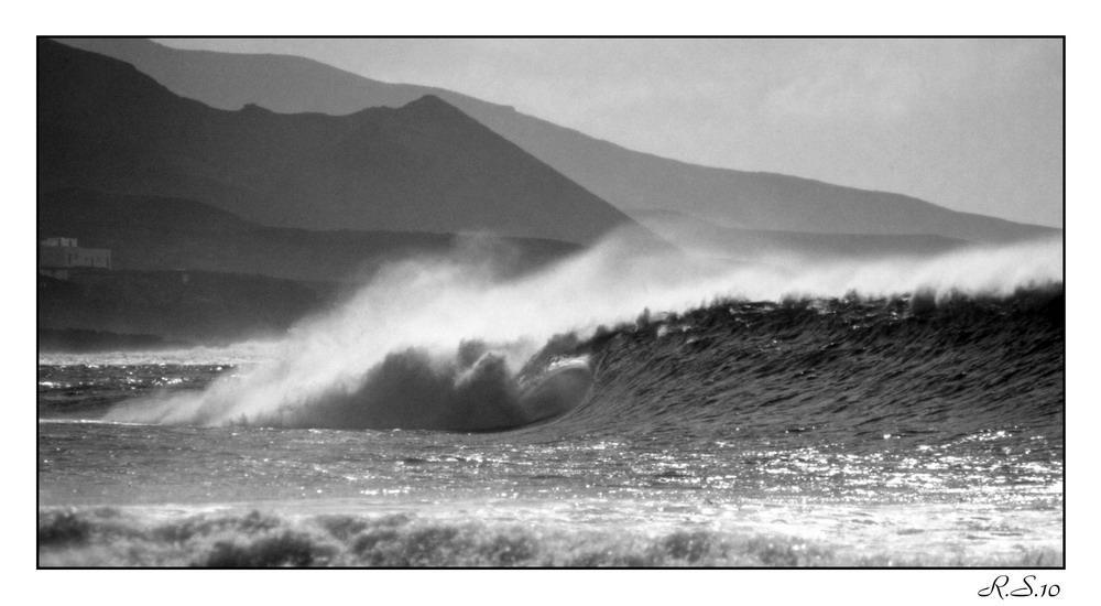 Lanzarote - La Santa - Winterbrandung mit Tube - Januar 1998