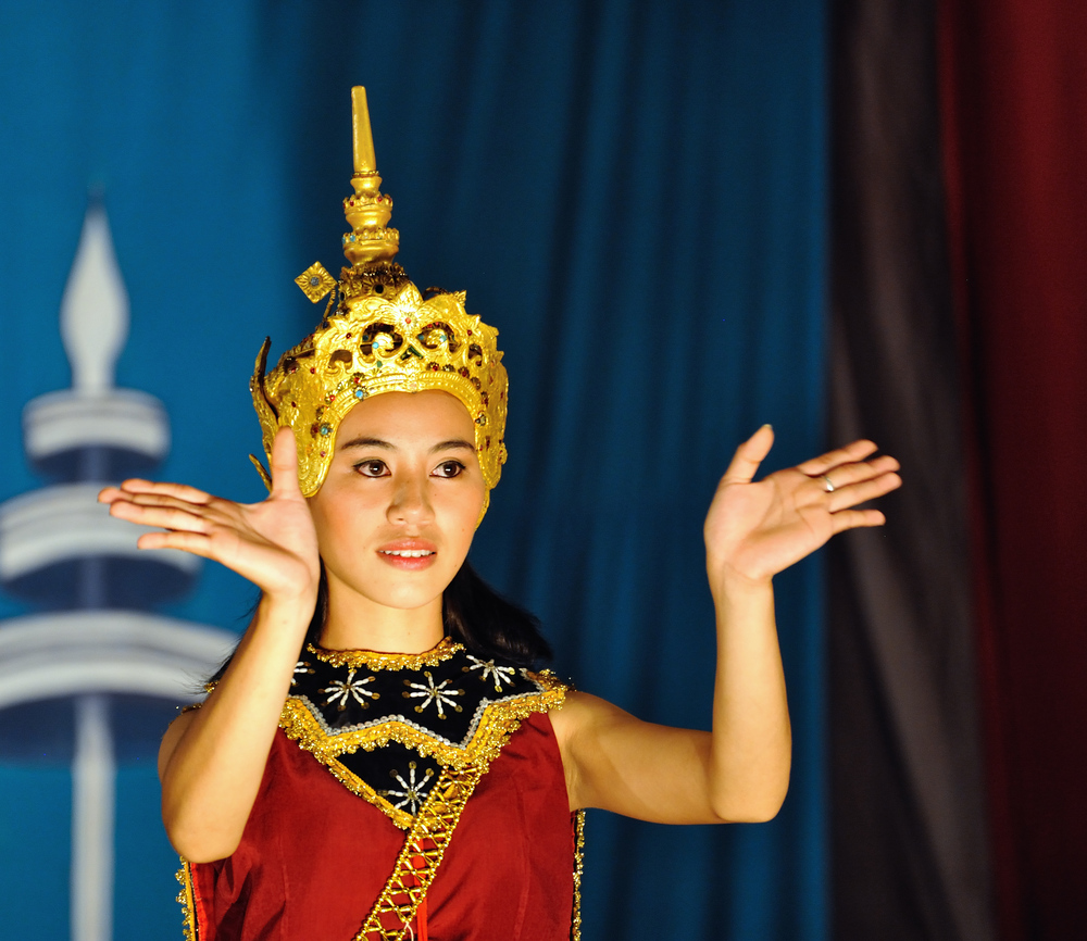 Lao dance girl 2