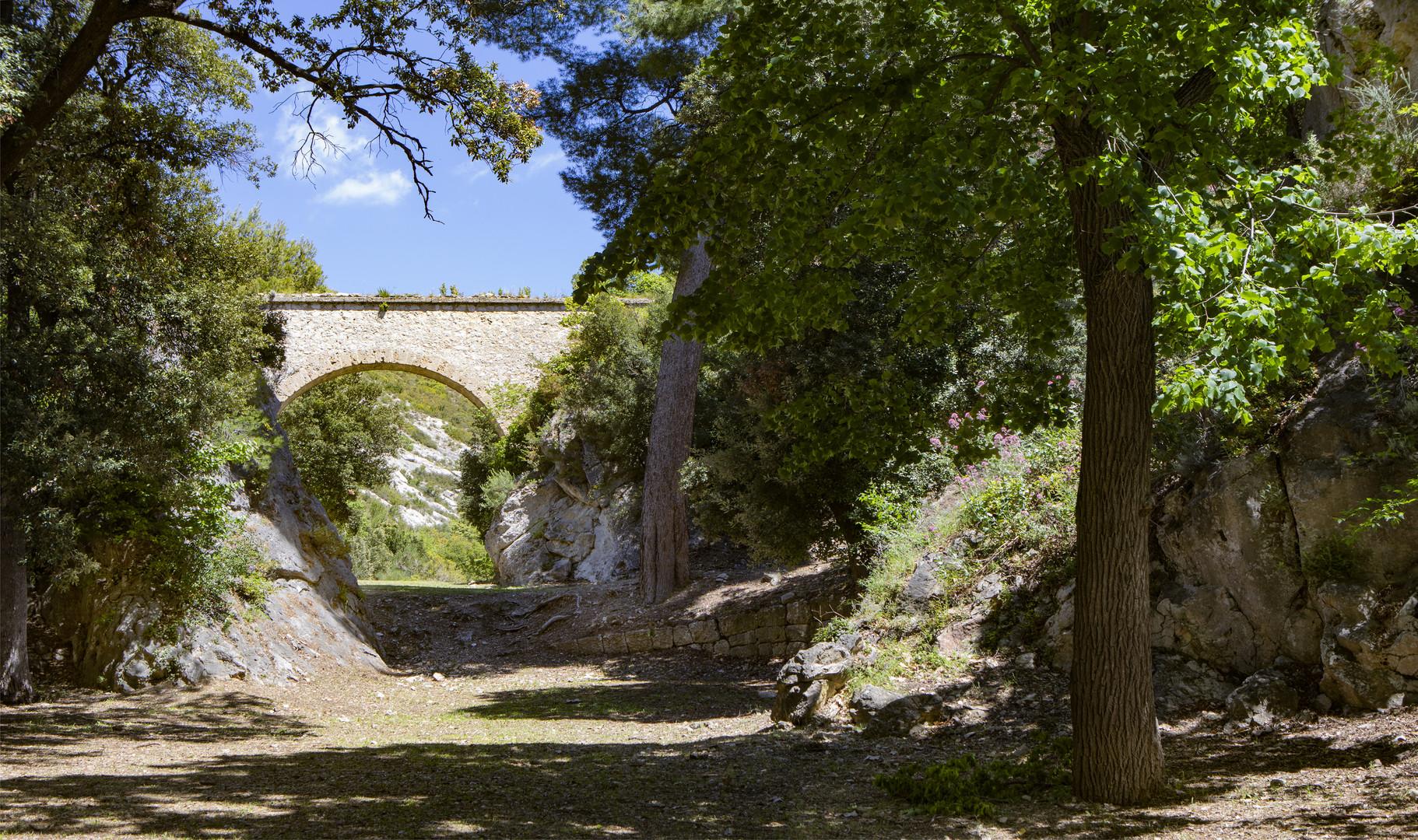 L'aqueduc de Saint Jean de Garguier .