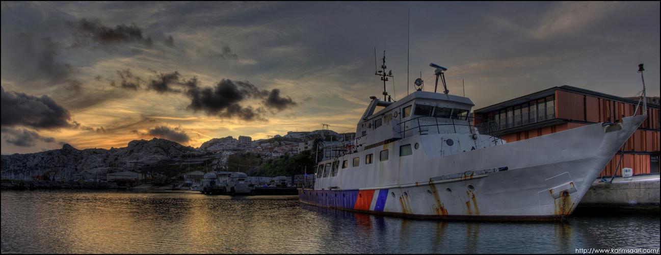 L'Archéonaute à Marseille dans la rade de l'estaque