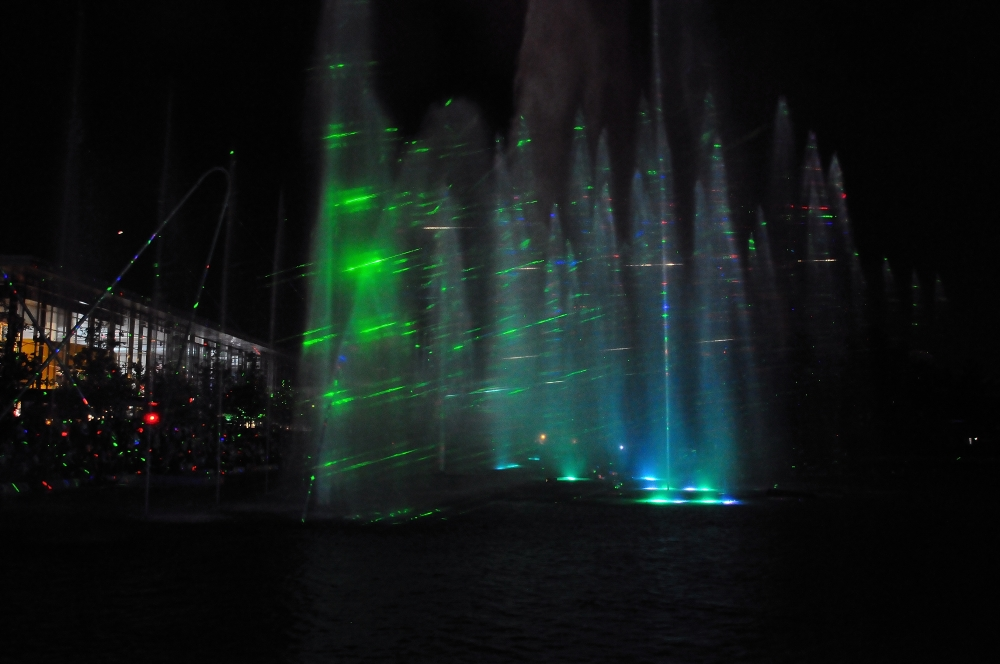 Laser trifft Wasser