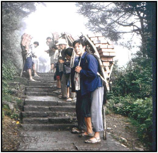 Lastenträger am Emei Shan