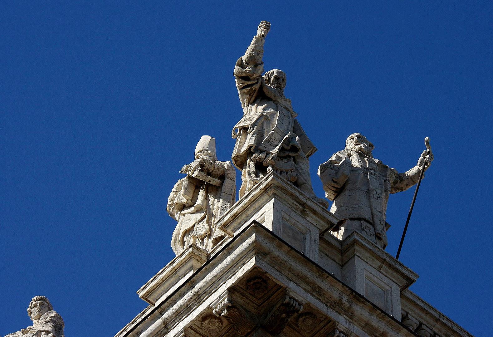 Lateran-Basilika [ Eck-Figuren ]