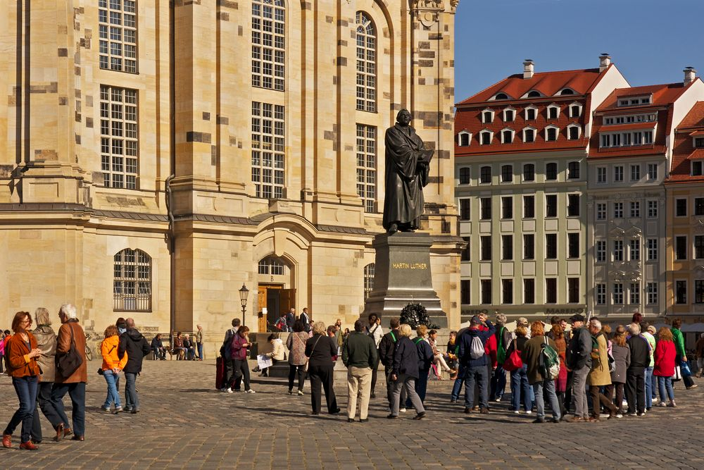 Laterne (15) links hinter Martin Luther