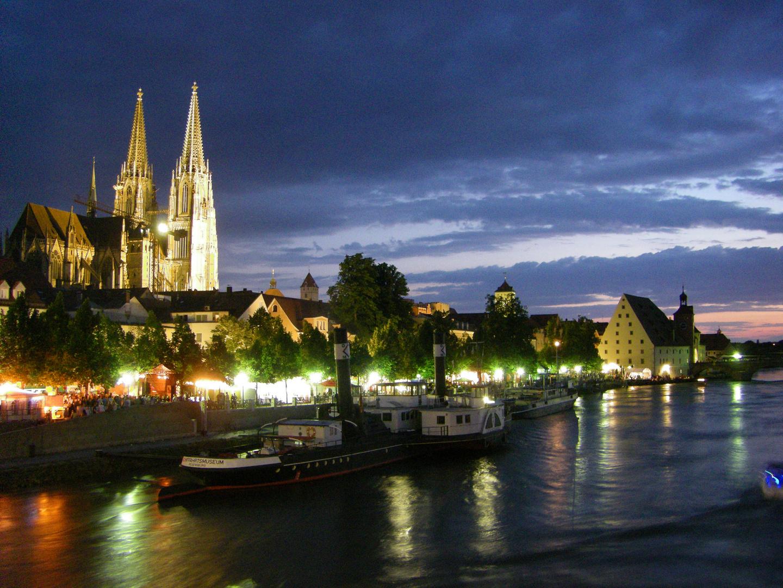 Lauer Sommerabend am Fluss