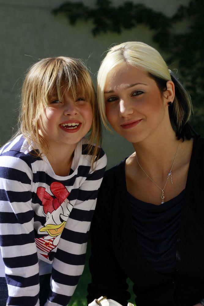 Laura & Sabrina
