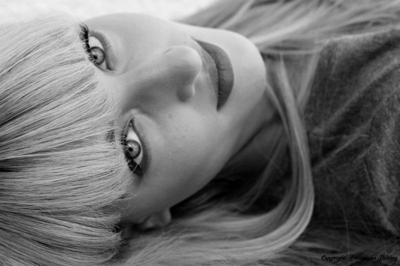 Laura schwarz/weiß
