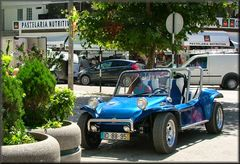 L`auto azzurro.