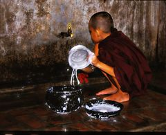 Lavage de vaisselle au Monastère