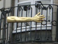 ...Le bras long à Lille...