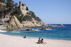 Le château de Lloret de Mar.... plage de Sa Caleta