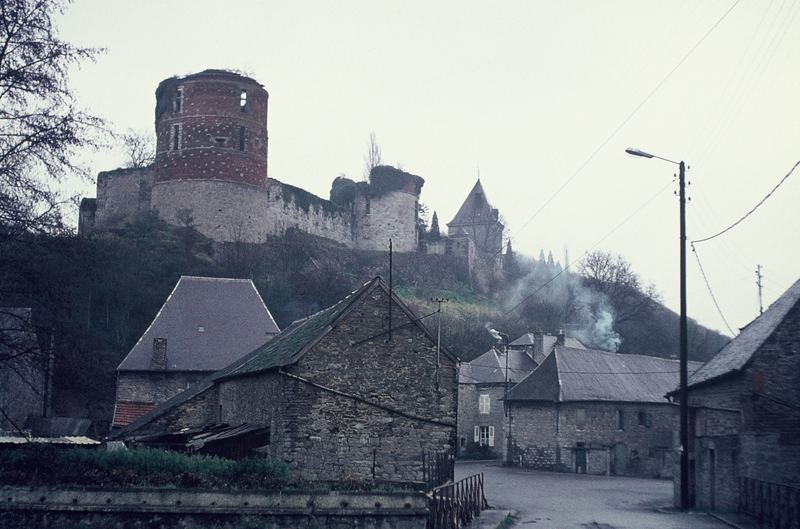 Le château d'Hierges - Die Burgruine in Hierges