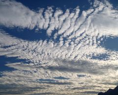 le ciel n est pas tojours si bleu ni si calme comme le dit verlaine....