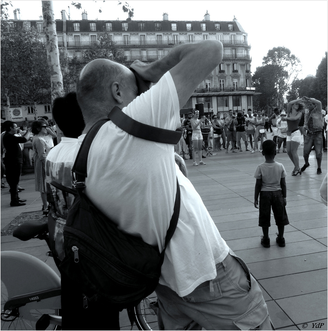 Le corps du photographe de rue toujours s'adapte...