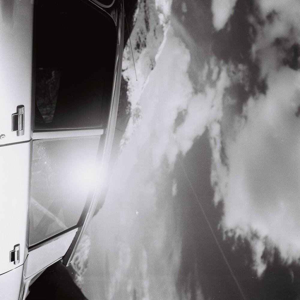 le dèesse e il cielo con le nuvole