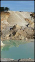 le lagon d'une carriére de kaolin