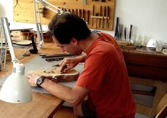 LE LUTHIER POLINOIS