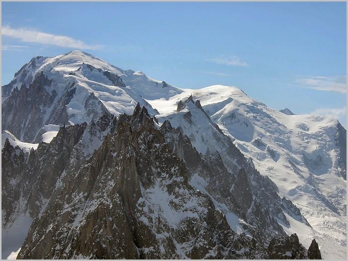 Le Mont-Blanc (4 810m) et l'Aiguille du Midi (3 842m)