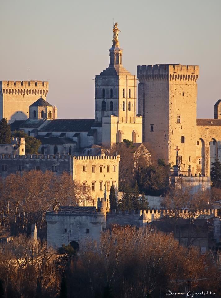 Le palais des Papes D'AVIGNON ! Et la vierge MARIE