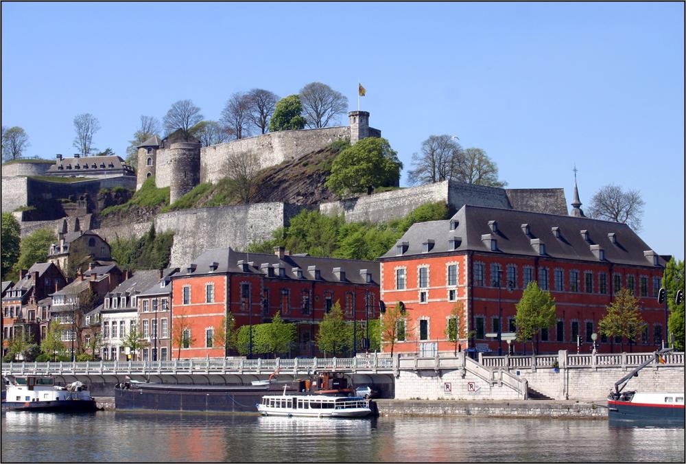 Le parlement et la citadelle .