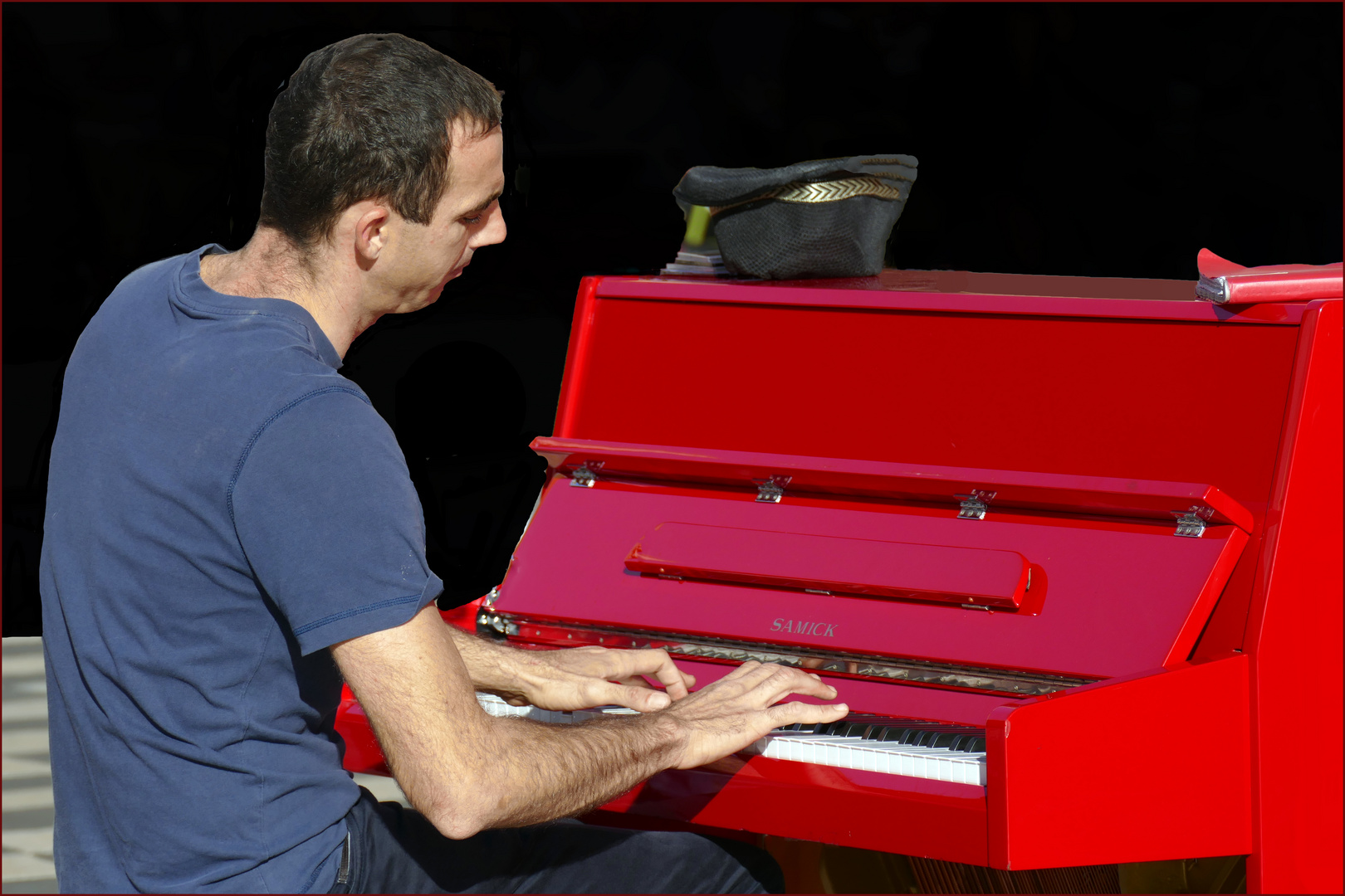 le piano rouge..
