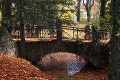 le pont des feuilles mortes!