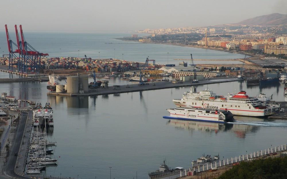 Le port de Malaga au petit matin.