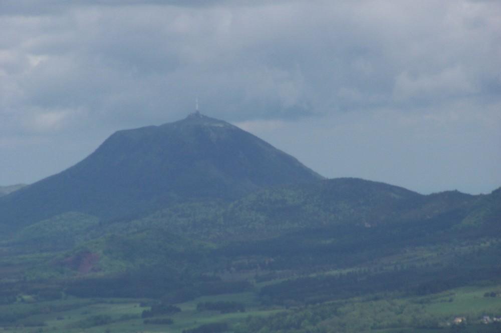 """le """"Puy de Dôme"""" la tête dans les nuages ( auvergne )"""